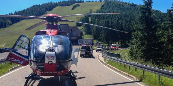 Schnelle Hilfe für einen verunglückten Motorradfahrer auf der Schwarzwaldhochstraße durch Christoph 43.