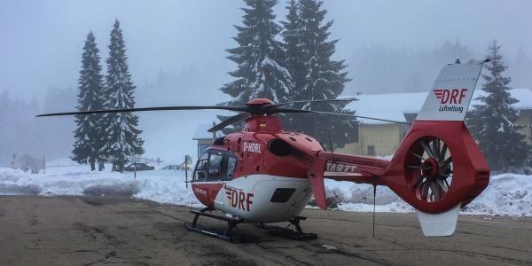 Immer wieder werden die Karlsruher Luftretter auf die Höhen des Schwarzwaldes gerufen. So auch Mitte Februar, als ein Mann nach einem Herzstillstand in Lebensgefahr schwebte. Symbolbild.