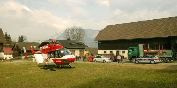 Gleich zweimal kurz nacheinander wurden die Fresacher Flugretter alarmiert, weil ein Landwirt schnelle Hilfe benötigte.