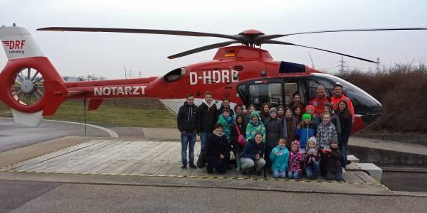Große Begeisterung: Die Jungschargruppe Simmozheim besucht die DRF Luftrettung in Leonberg.