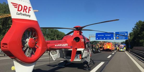 Die Luftretter aus Leonberg konnten bei einem Einsatz auf der A8 direkt auf der gesperrten Fahrbahn landen.
