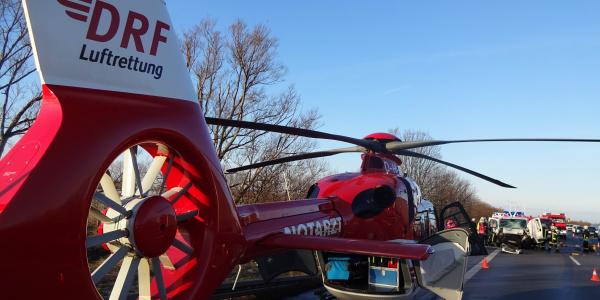 Mehrere Schwerverletzte galt es auf der A2 nach einem Auffahrunfall zu versorgen. Christoph 36 aus Magdeburg war kurze Zeit nach der Alarmierung zur Stelle.