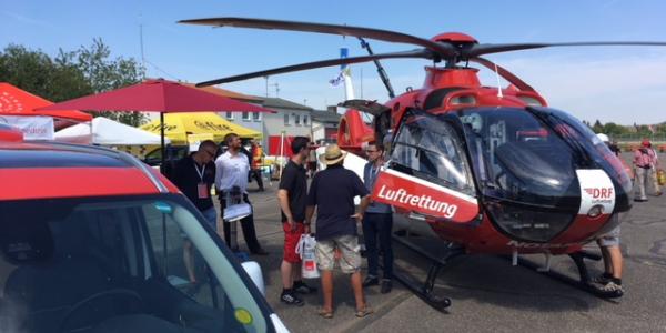 Landesfeuerwehrtag Baden-Württemberg: Auch die DRF Luftrettung war mit einem Hubschrauber vom Typ EC 135 vor Ort.