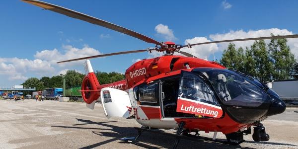 Aufgrund des Staus in der Baustelle konnten die bodengebundenen Rettungskräfte die Unfallstelle nur schwer erreichen. Christoph München war als erstes Rettungsmittel vor Ort.