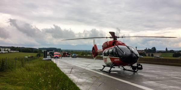Die Besatzung von Christoph München kann direkt auf der gesperrten Autobahn landen.