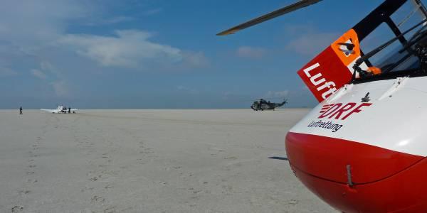 Zum Glück war da die Sankbank. Christoph Europa 5 der DRF Luftrettung im Einsatz bei notgelandetem Kleinflugzeug.