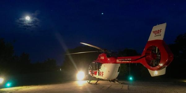 Auch in der Nacht, bei Vollmond, bringen die Besatzungen von Christoph Nürnberg schnelle Hilfe aus der Luft.
