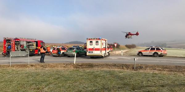 Der Nürnberger Rettungshubschrauber erreicht innerhalb von wenigen Minuten nach der Alarmierung die Unfallstelle.