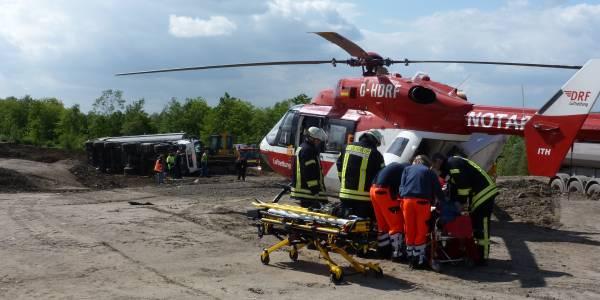Einsatz für Christoph Dortmund auf der Halde Großes Holz. Ein 40-Jähriger Fahrer wurde in einem Muldenkipper eingeklemmt