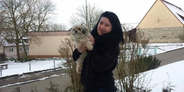 Ihr Hund Pepe ist immer an Michelles Seite. Der Tag ihres Unfalls war sein 1. Geburtstag.