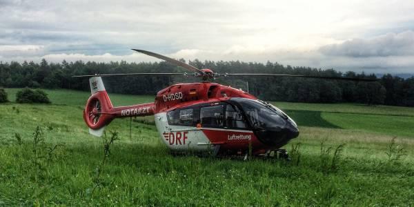 Einsatz am frühen Morgen in Kößlarn. Die Crew von Christoph Regensburg versorgt einen schwerverletzten Autofahrer.