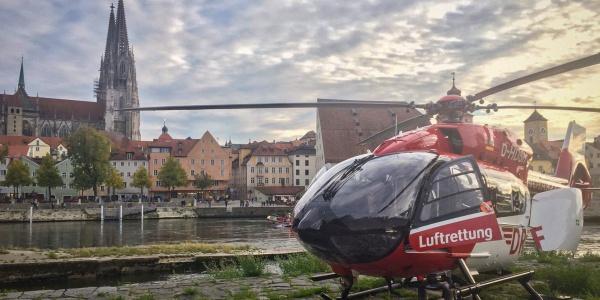 Zum großen Glück für den jungen Mann waren alle Retter sehr schnell zur Stelle. Auch ein Landeplatz für Christoph Regensburg war direkt am Fluss verfügbar.