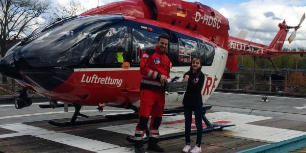 Pilot Sebastian Hilliger freut sich über den Besuch