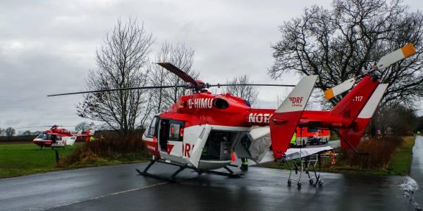 Schrecklicher Unfall bei Kropp: Zwei Menschen starben, drei wurden zum Teil schwer verletzt. Christoph 42 und Christoph Europa 5 der DRF Luftrettung waren im Einsatz.