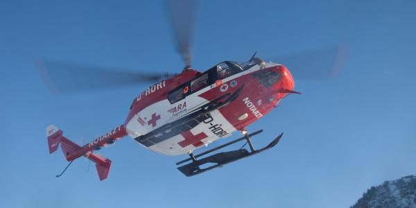 """Die Besatzung von RK-2 brachte kürzlich einem Freerider schnelle Hilfe, der im Gebiet """"Neue Welt"""" an der Zugspitze abgestürzt war."""