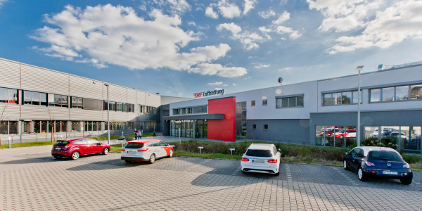 1999 bezog die DRF Luftrettung ihr Operation Center am Flughafen Karlsruhe/Baden-Baden.