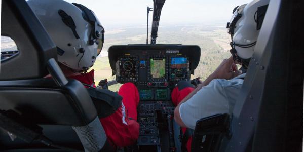 Blick ins Cockpit einer H 135.