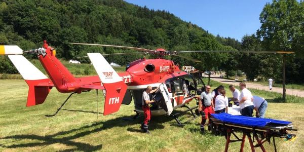 Die Motorradfahrerin war so schwer verletzt, dass ein Transport im Hubschrauber in eine Spezialklinik nötig war.
