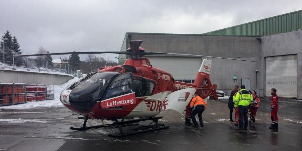 Schnelle Hilfe auf der Luft für einen schwer gestürzten Arbeiter brachte kürzlich Christoph 60, stationiert an der Station Suhl der DRF Luftrettung.
