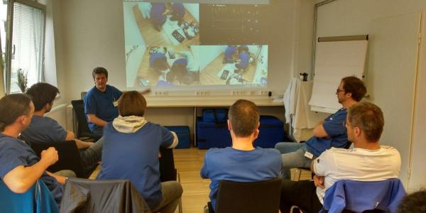 Ein sehr wichtiger Teil der Simulationstrainings ist die gemeinsame Auswertung der Videoaufnahmen.