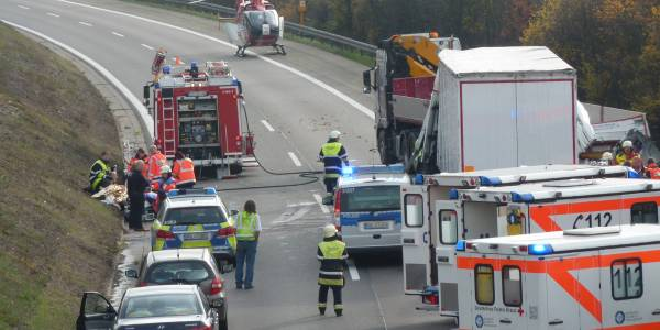 Rettungshubschrauber Christoph 11 bei Unfall auf der A81 im Einsatz.