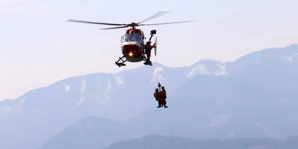 Die Besatzung des RK-1 der ARA Flugrettung aus Fresach beim diesjährigen Windentraining.